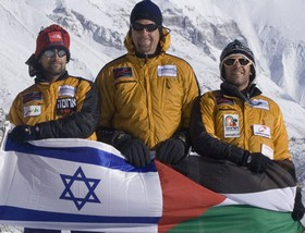 Israelis and Palestinian on Everest